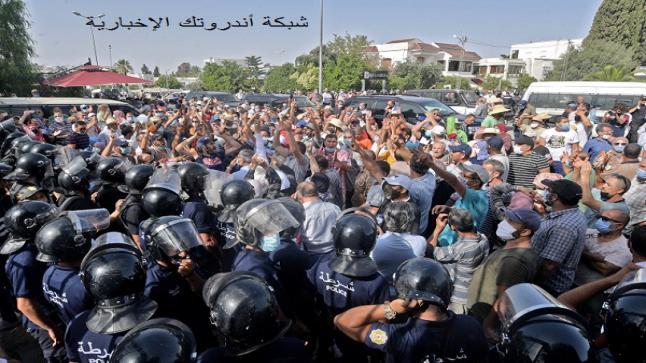 السلطات التونسية تداهم مكتب الجزيرة وسط اضطرابات سياسية